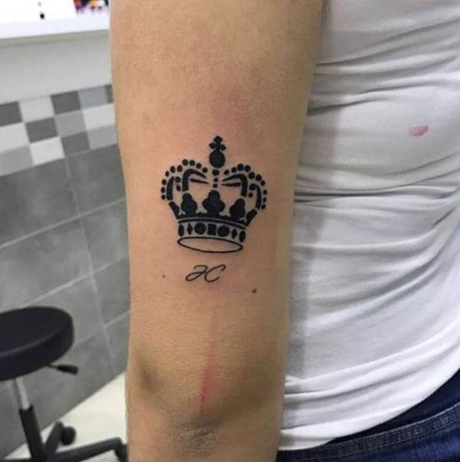 King Tattoos Design On Outside Arm