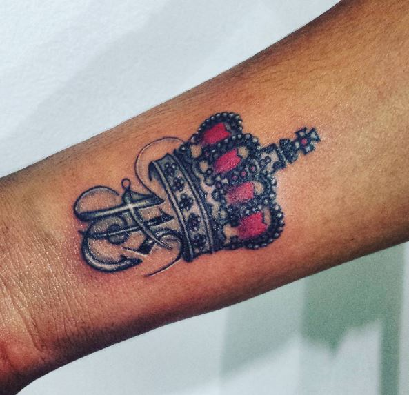 Pink Color Queen Crown Tattoos Design And Ideas