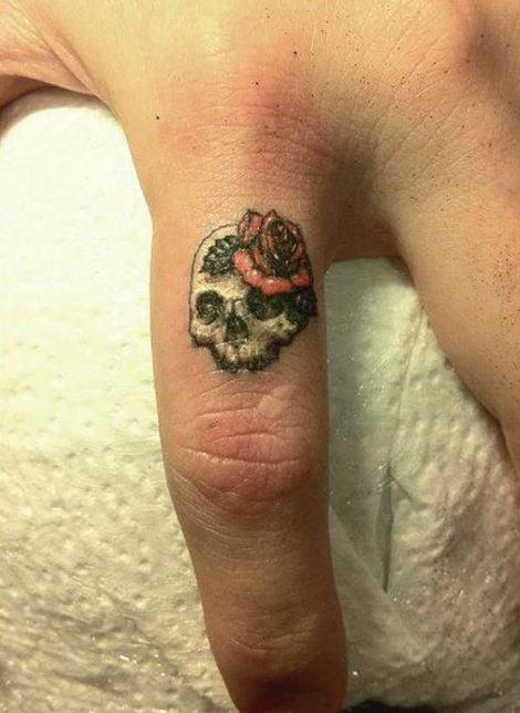 Skull Finger Tattoos