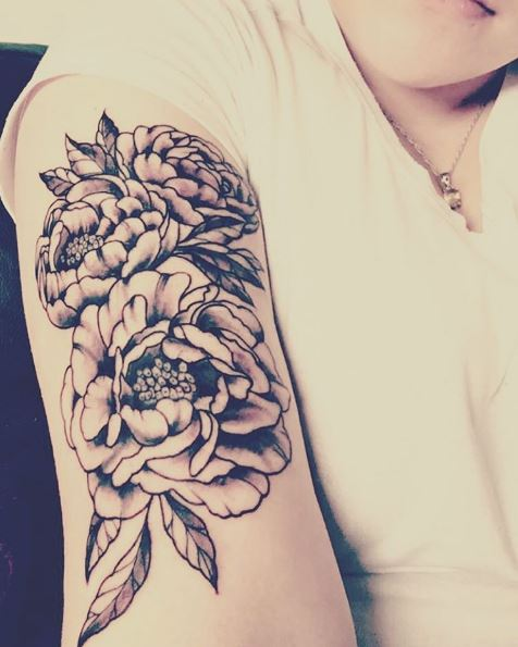 3D Floral Tattoos Design On Women Biceps