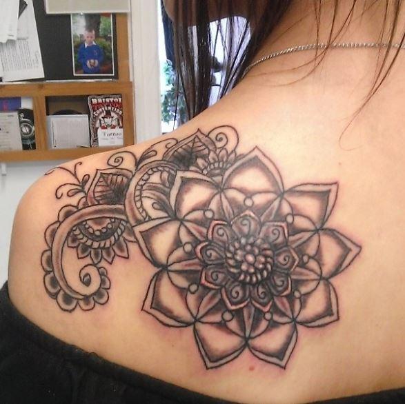 Brilliant Shoulder Tattoos Design