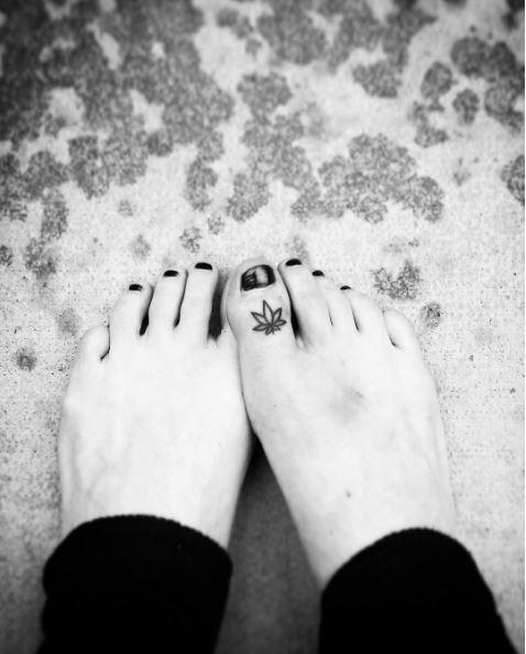 Latest Toe Tattoos Design And Ideas 2017