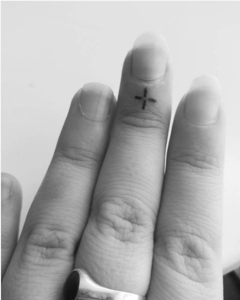 Micro Sparkle Tattoos Design On Fingers