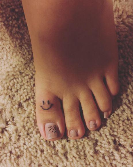 Nice Smile Toe Tattoos Ideas Pics