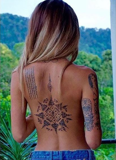 Back Of Neck Tattoos For Women (32)