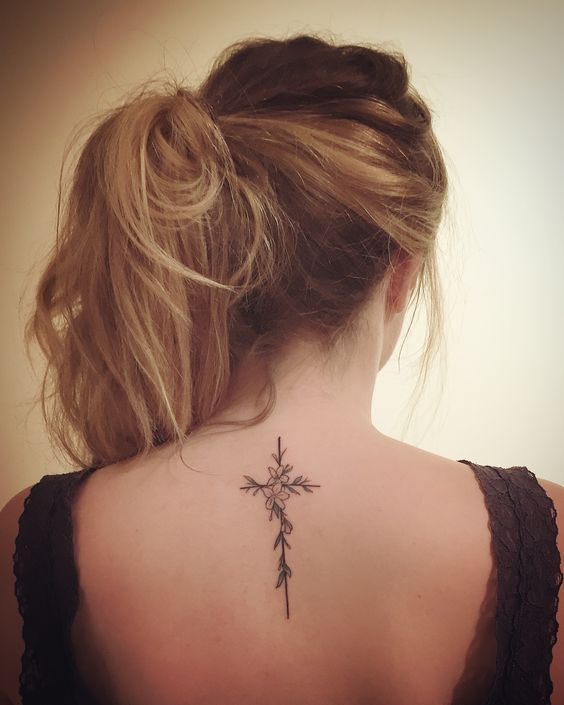 Back Of Neck Tattoos For Women (33)