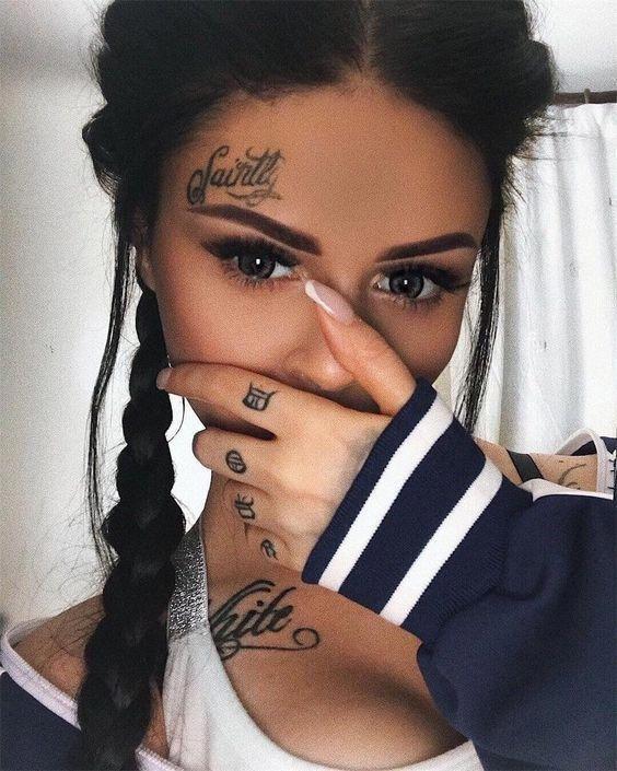 Back Of Neck Tattoos For Women (51)