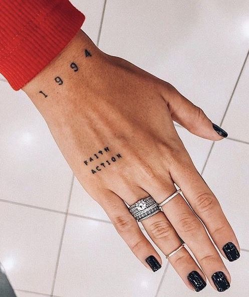 Back Of Neck Tattoos For Women (64)