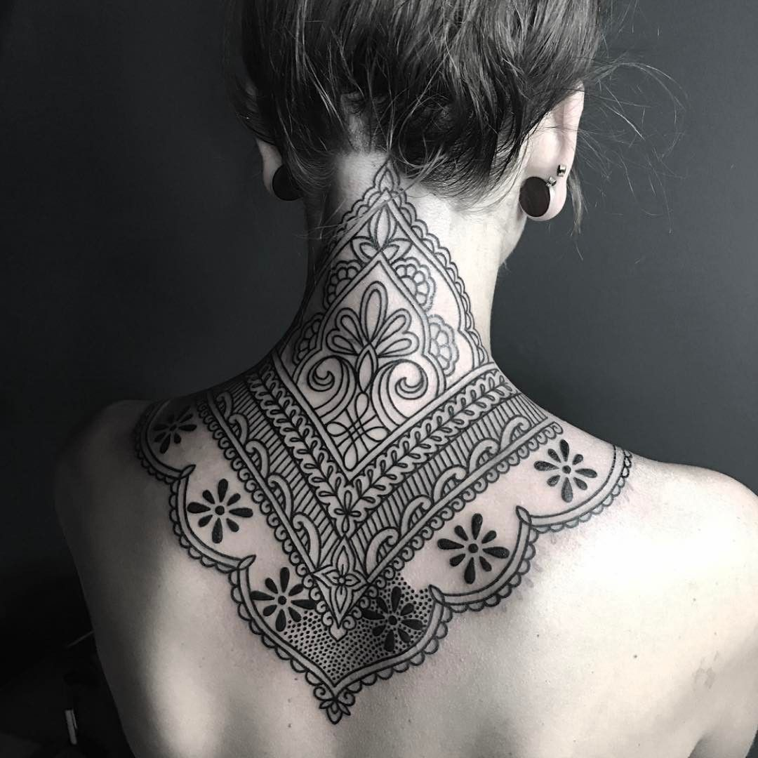 Back Of Neck Tattoos For Women (65)