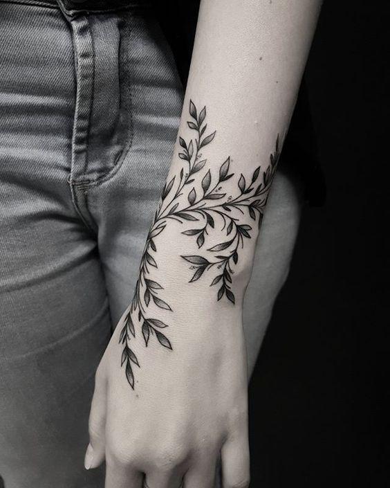 Back Of Neck Tattoos For Women (99)