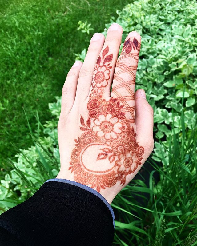 Easy Mehndi Design For Hands (2)