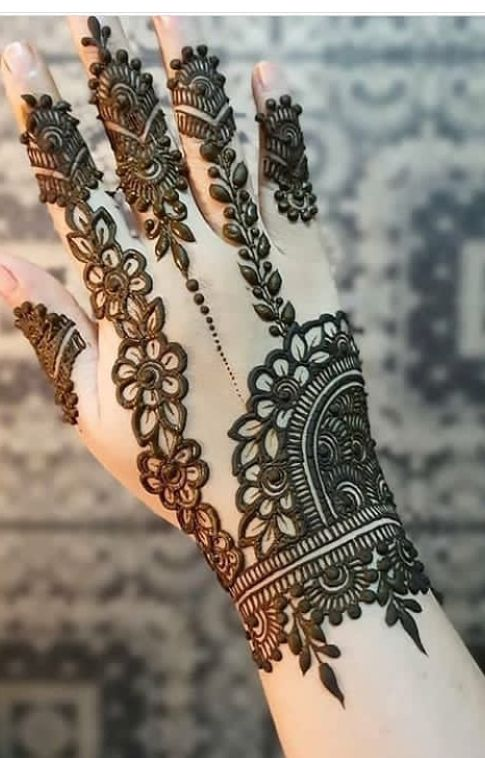 Hindu Tattoos On Hands (1)