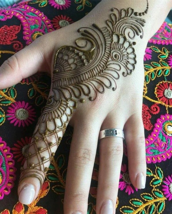 Simple Mehndi Designs For Hands (6)