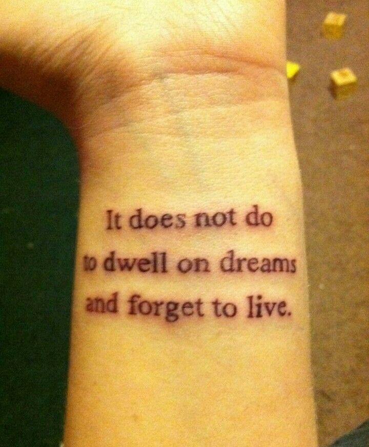 Tattoos Schriftzüge Mit Bedeutung (143)
