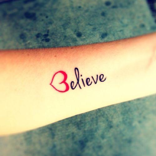 Tattoos Schriftzüge Mit Bedeutung (144)