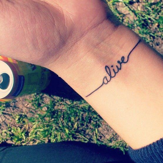 Tattoos Schriftzüge Mit Bedeutung (274)