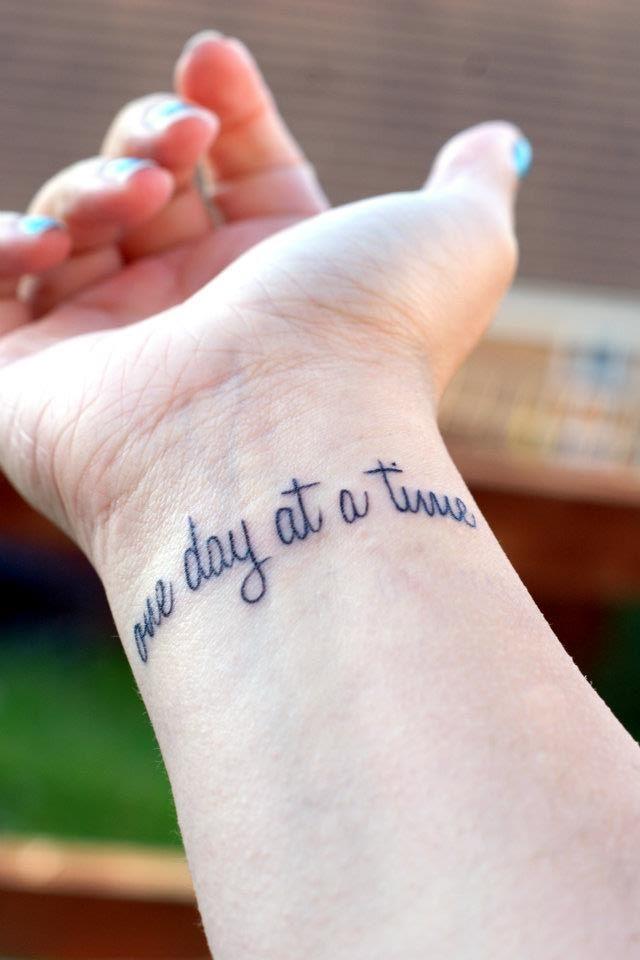 Tattoos Schriftzüge Mit Bedeutung (307)