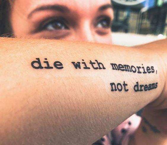 tattoos schriftzüge mit bedeutung