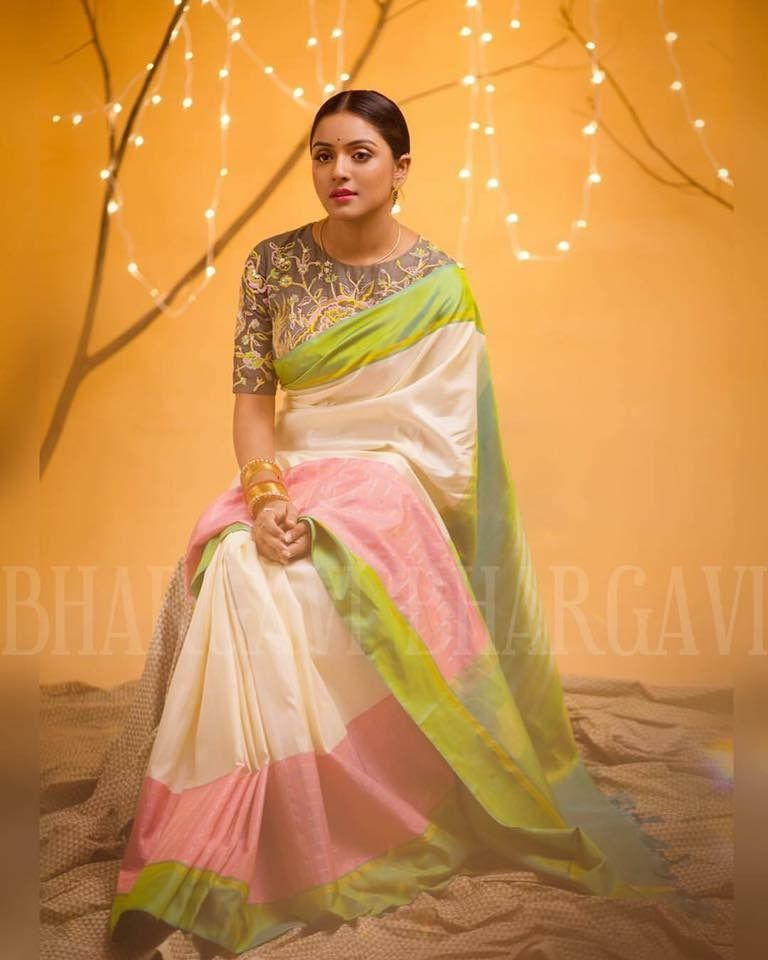 Different Saree Wearing Style (104)