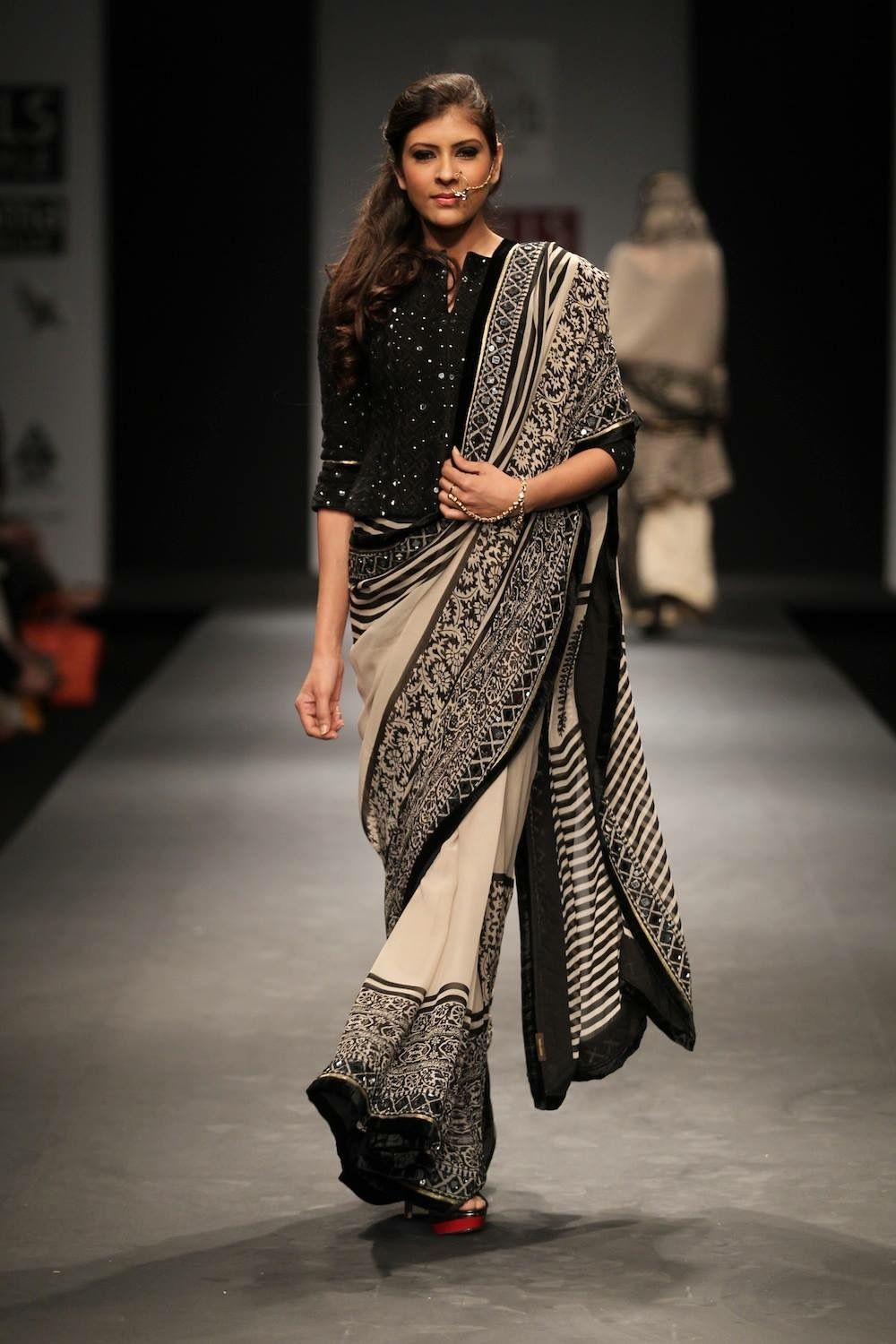 Different Saree Wearing Style (106)