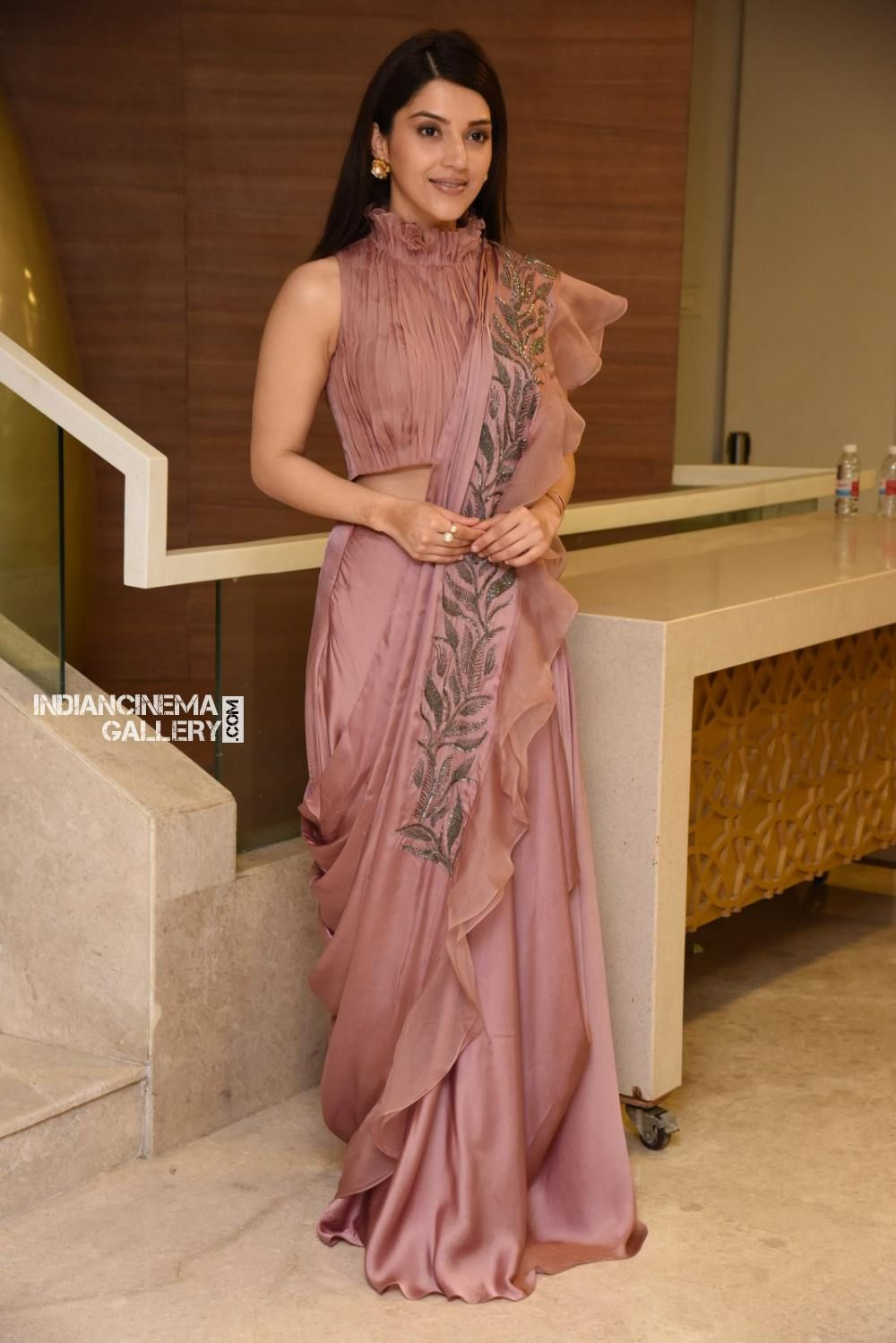 Different Saree Wearing Style (116)