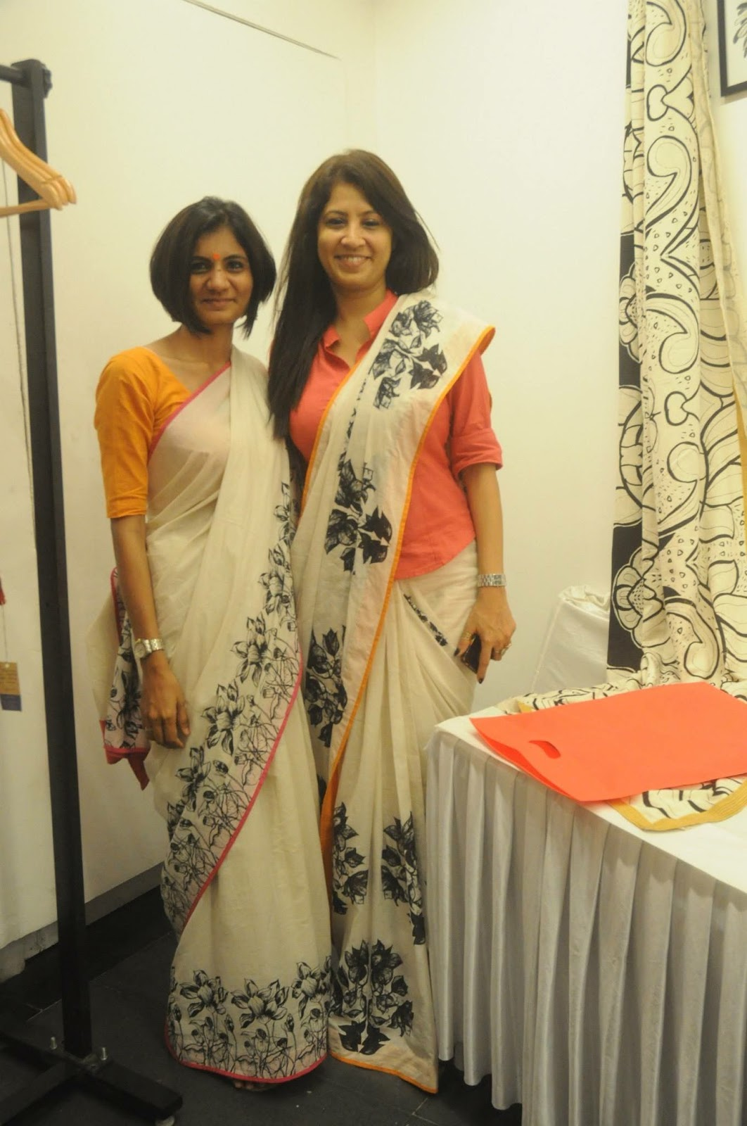 Different Saree Wearing Style (151)