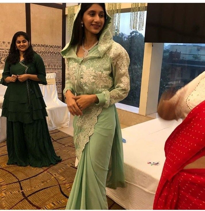 Different Saree Wearing Style (158)