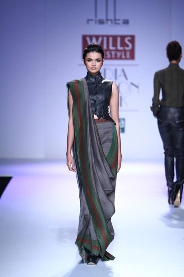 Different Saree Wearing Style (186)