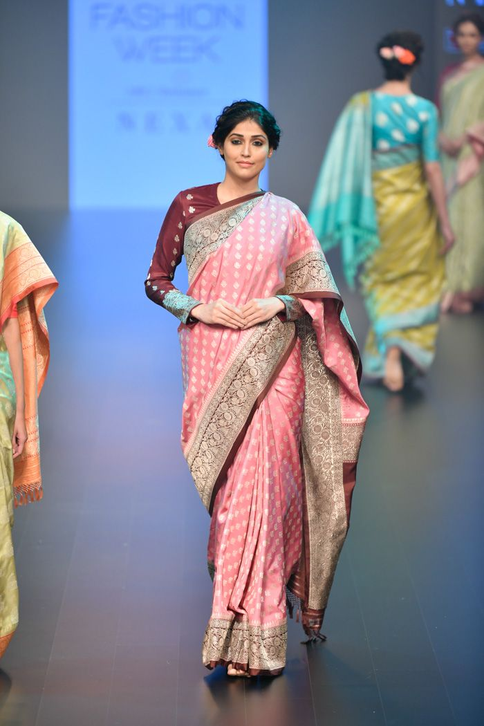 Different Saree Wearing Style (242)
