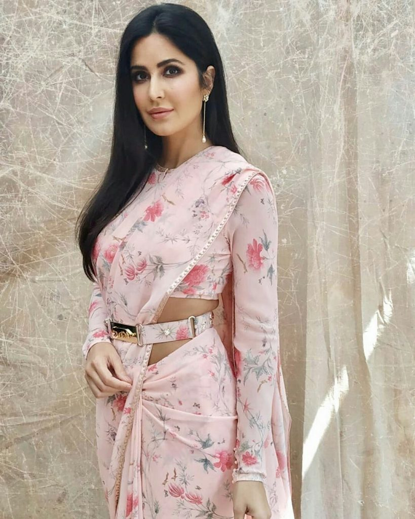 different saree wearing style