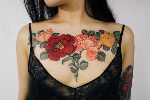 Female Chest Tattoo Pictures Ideas (161)