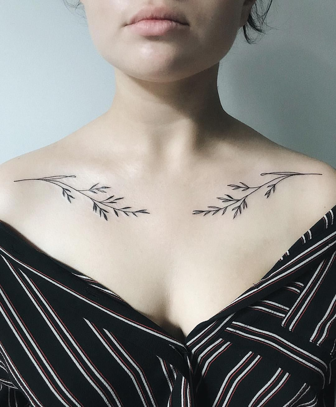 Female Chest Tattoo Pictures Ideas (43)