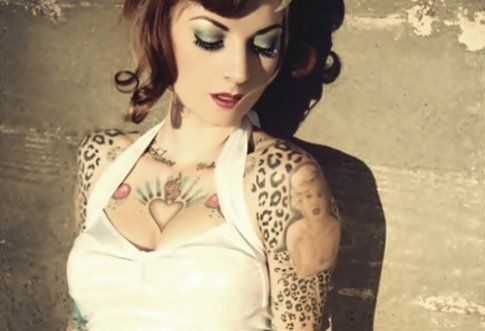 Female Chest Tattoo Pictures Ideas (75)