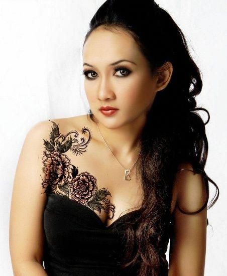 Female Chest Tattoo Pictures Ideas (9)