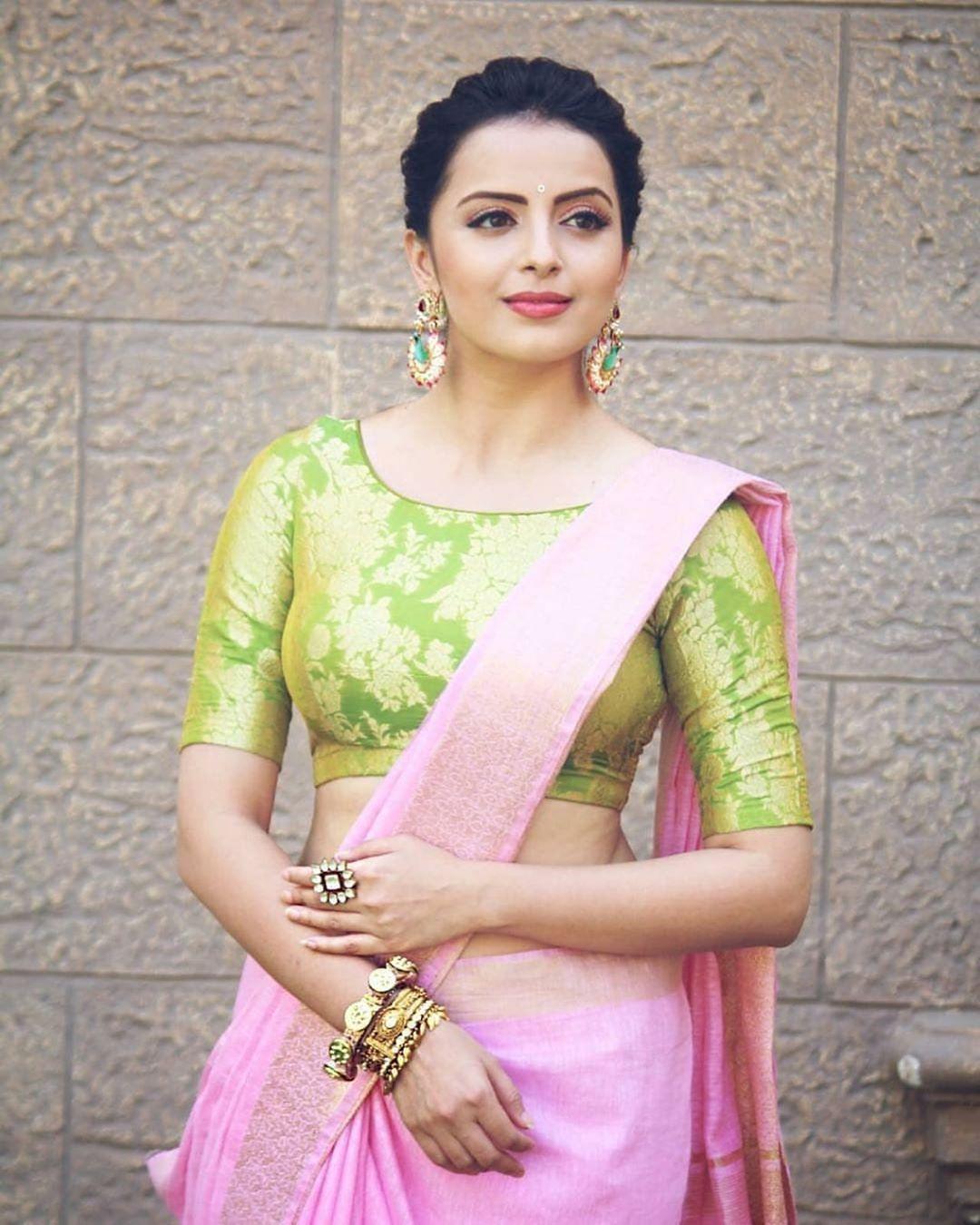 Blouse Designs For Pattu Silk Sarees (39)