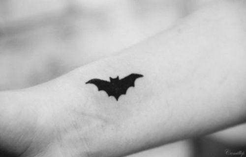 Simple Small Batman Tattoo Designs Ideas (157)