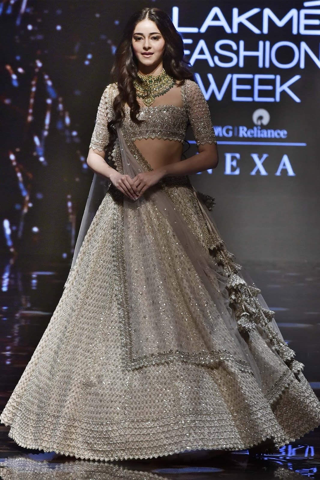 Bollywood Actress Dresses Online Shopping (101)