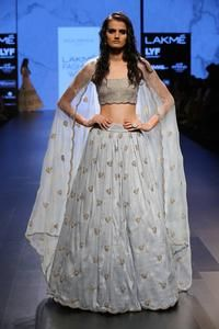 Bollywood Actress Dresses Online Shopping (108)