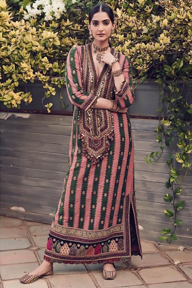 Bollywood Actress Dresses Online Shopping (115)