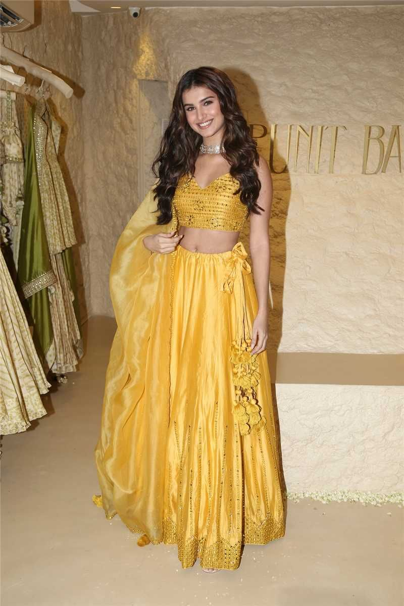 Bollywood Actress Dresses Online Shopping (134)