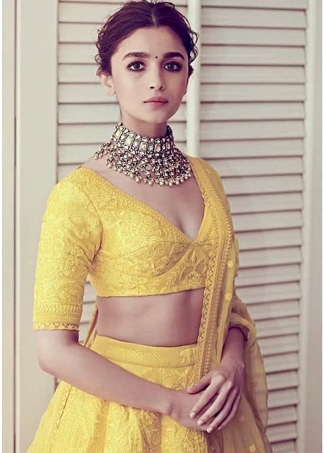 Bollywood Actress Dresses Online Shopping (142)