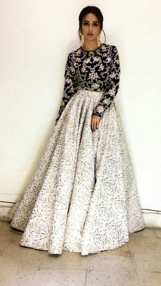 Bollywood Actress Dresses Online Shopping (161)