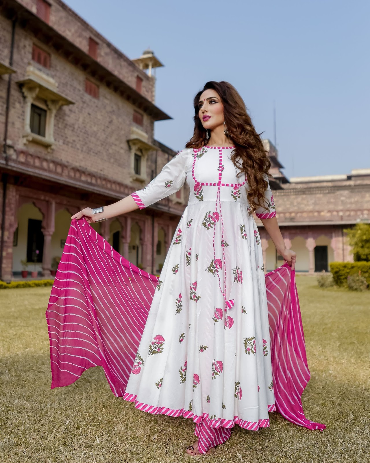 Bollywood Actress Dresses Online Shopping (168)