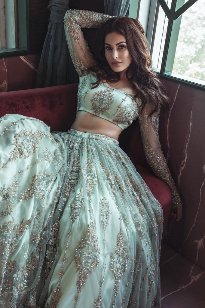 Bollywood Actress Dresses Online Shopping (189)