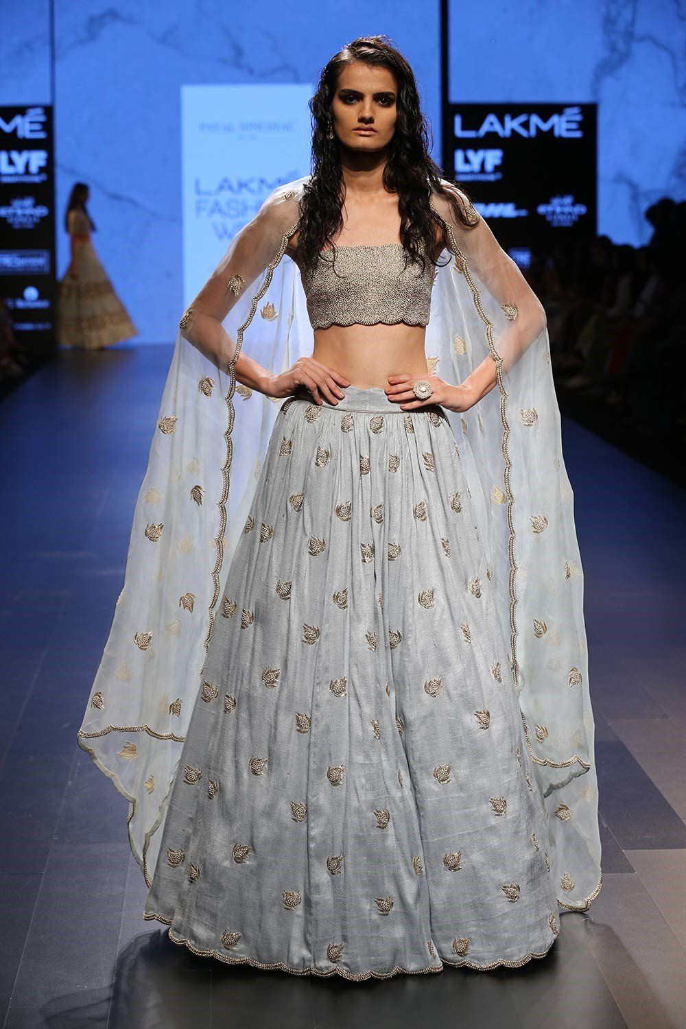 Bollywood Actress Dresses Online Shopping (196)