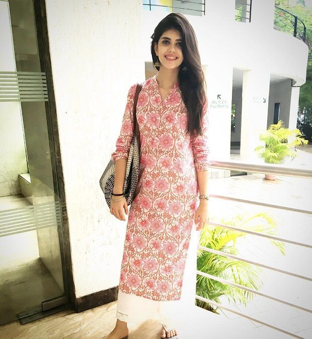 Bollywood Actress Dresses Online Shopping (208)