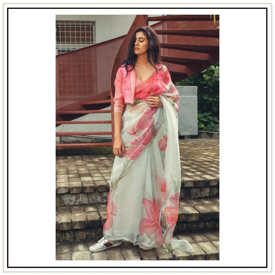 Bollywood Actress Dresses Online Shopping (235)