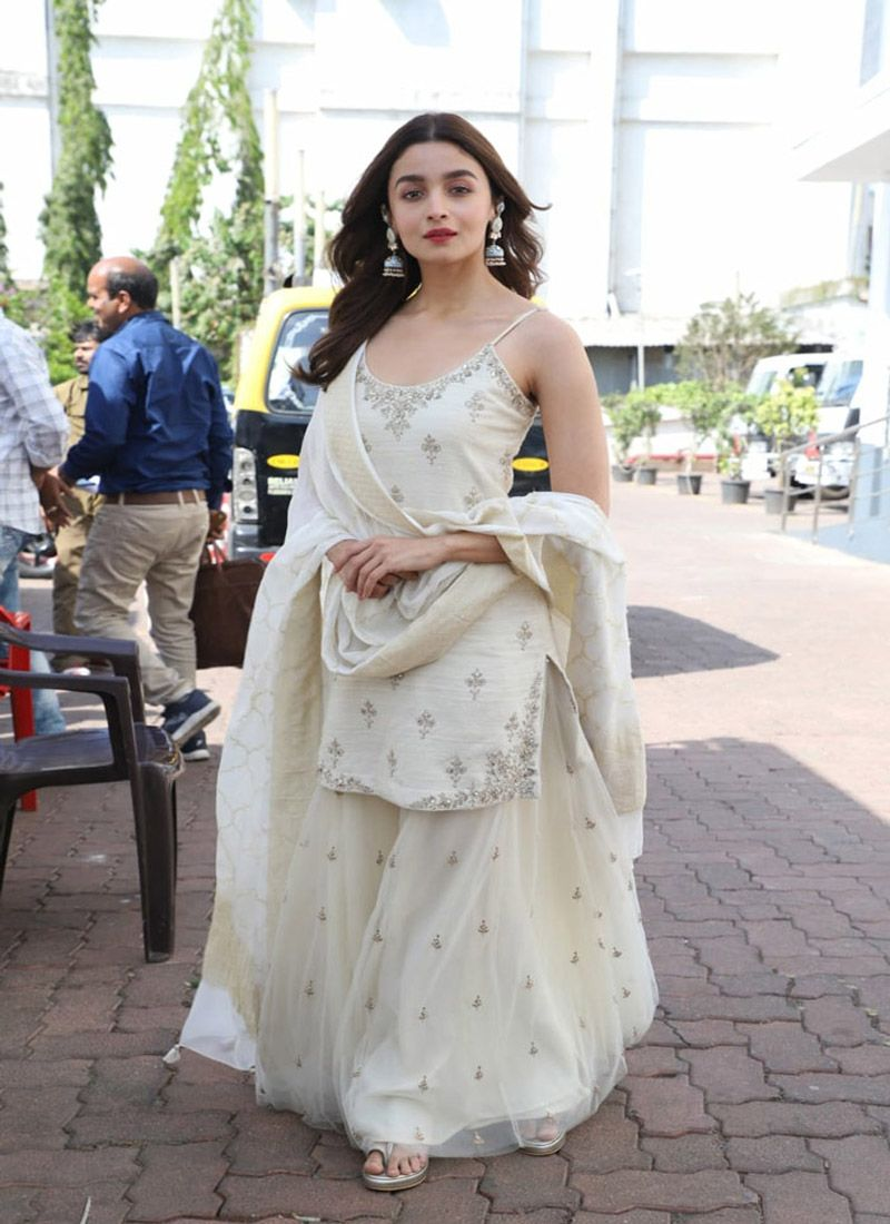 Bollywood Actress Dresses Online Shopping (32)