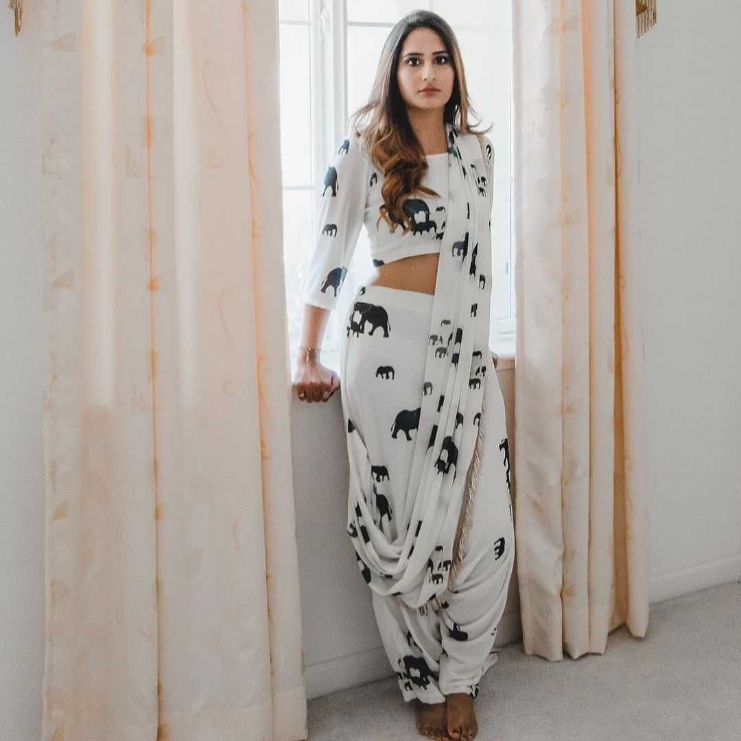 Bollywood Actress Dresses Online Shopping (37)