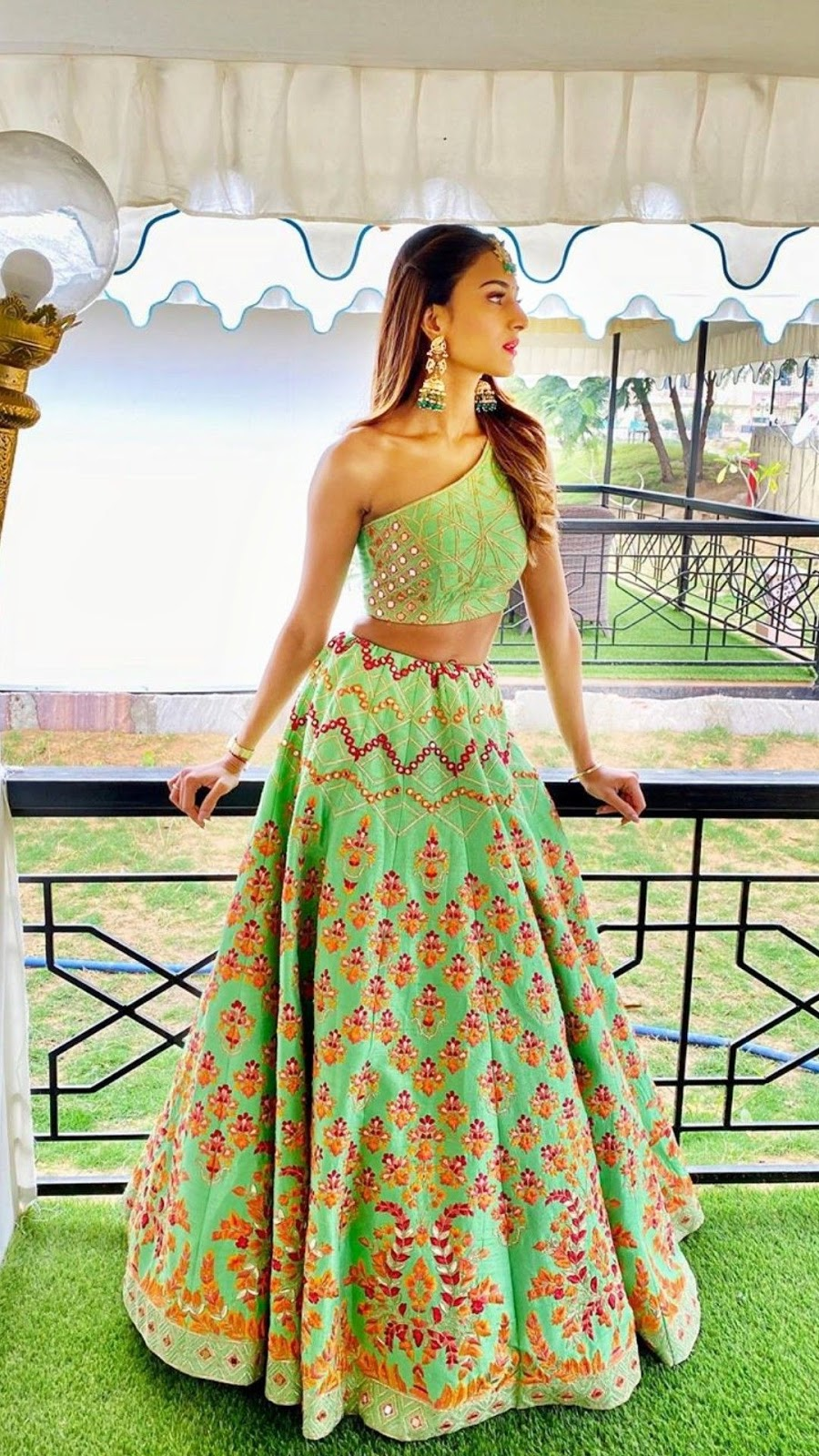 Bollywood Actress Dresses Online Shopping (72)